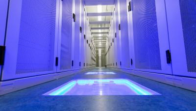 bit-datacenter-cold-corridor-4.jpg